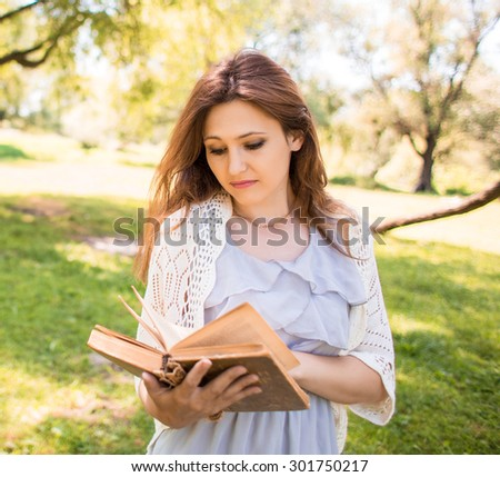 woman read book in park