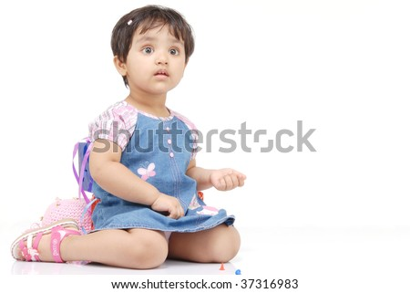 2-3 years old baby girl counting