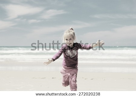 4 years old girl playing on the beach