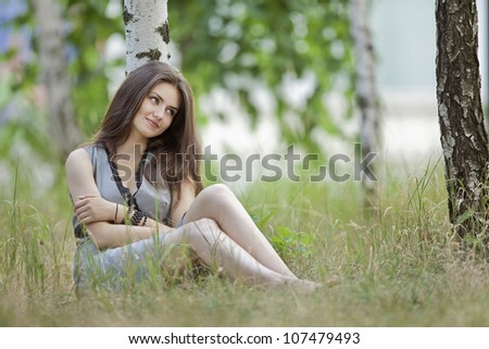 a beautiful girl in grey in an outdoor shooting