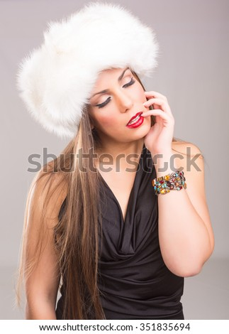 A beautiful young woman dressed with winter clothes