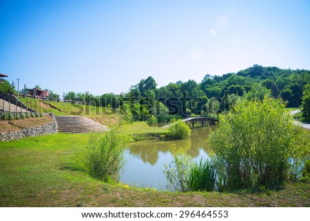 A beautifull landscape of a pond