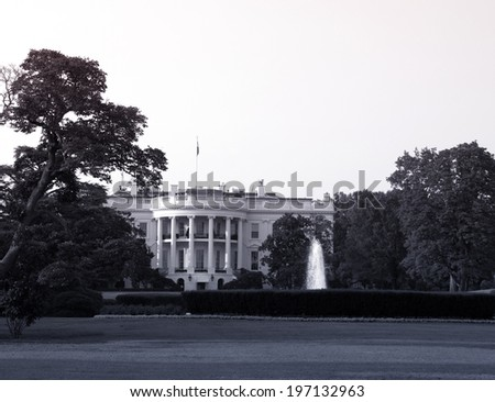 A black and white of the White House from the street.
