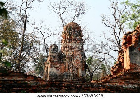 A Buddhist temple in the city of Ayutthaya Historical Park, Thailand. It is one of Ayutthaya's best known temples and a major tourist attraction - stock photo