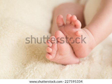 A closeup to babies feet