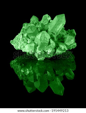 A cluster of well developed green limonite quartz crystals with their reflection.