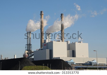 A coal and biomass fired powerplant in Rotterdam, Netherlands - stock photo