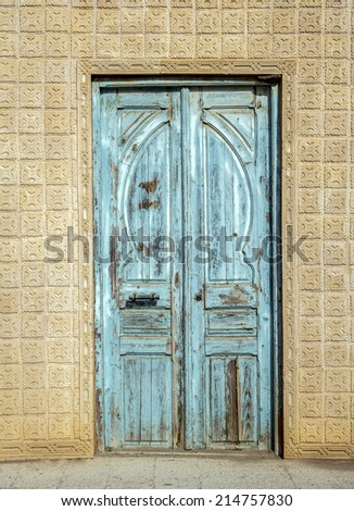 A door for Tunisia - Traditional entrance of a house in Tunis
