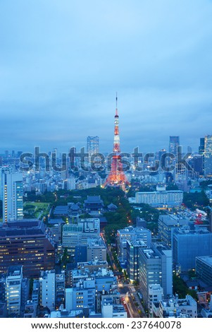 a famous landmark of tokyo tower at night