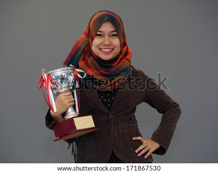 A female college student with a trophy