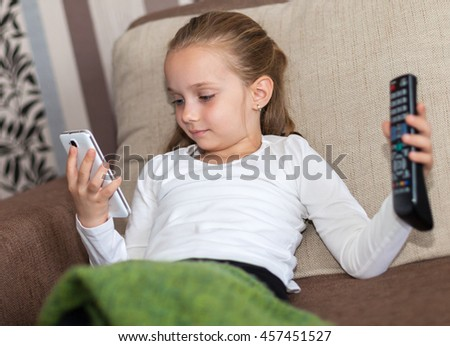 A girl undecided who can not choose between TV or phone