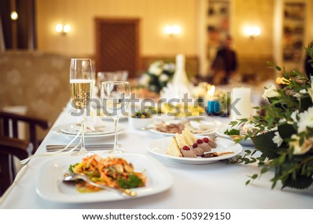 a glass of champagne at the wedding table