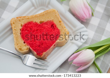 A heart cake for Valentines day with pink tulips