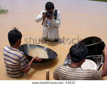 A journalist photographer in action on diamond digging field