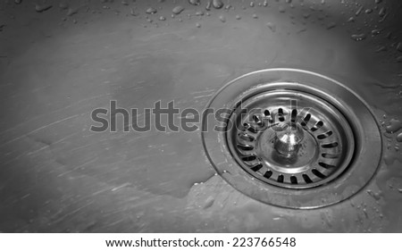 A kitchen sink with water drops