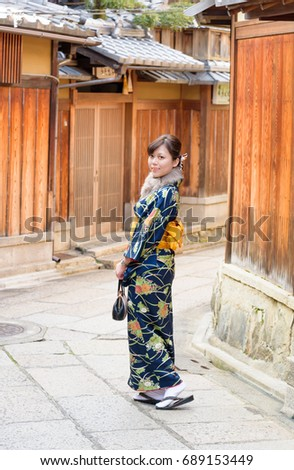 stock-photo-a-lady-is-traveling-in-kyoto