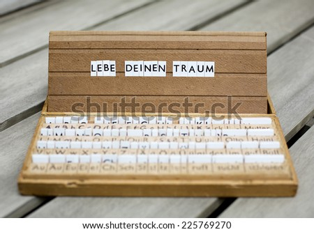"a letter box with the text: ""Lebe Deinen Traum"" (live your dreams)"