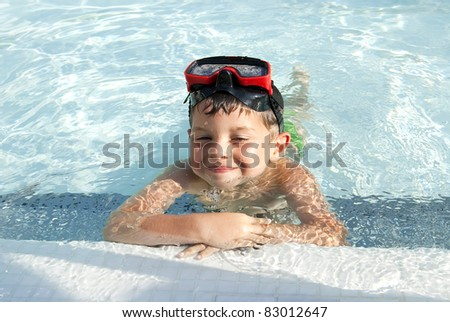 A Lovely child into the swimming pool