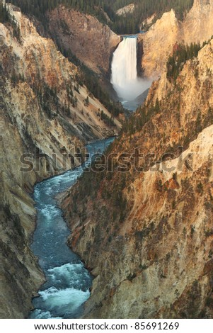A magnificent view of the lower Yellowstone falls from Artist's viewpoint