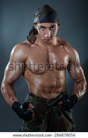 man huge muscles holding gun he 写真素材 286878056 shutterstock