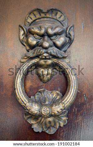 a old door knocker