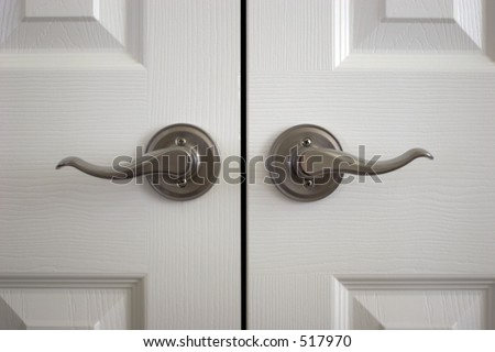 A pair of door knobs