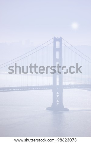 A photo a The Golden Gate in early morning fog