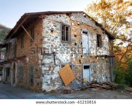 A  photo of Very old house - a ruin