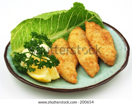 A plate of fish with a wedge of lemon and tarter sauce.