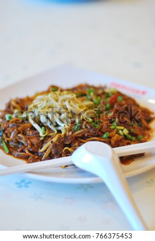 A plate of fried noodle