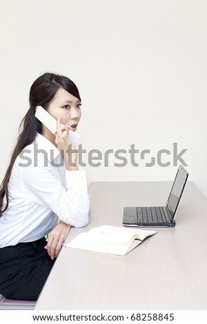 a portrait of young business woman working on the desk