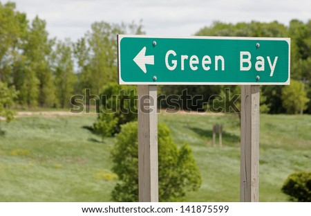 A road sign marks the way to Green Bay, Wisconsin.