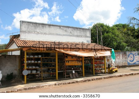A roadside market in Brazil selling artisan food products and cookware.