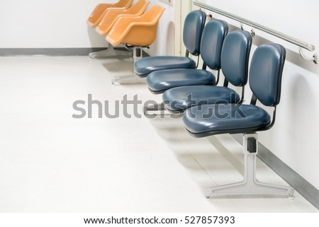 a row of chairs in the hospital hallway