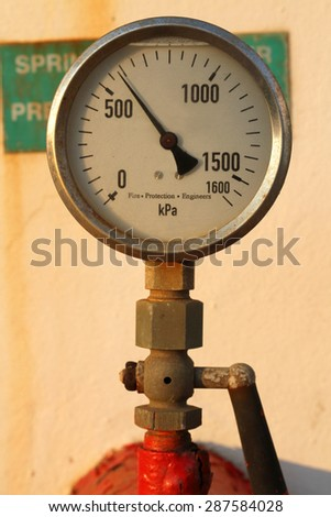 A rusted pressure gauge for measuring pressure.