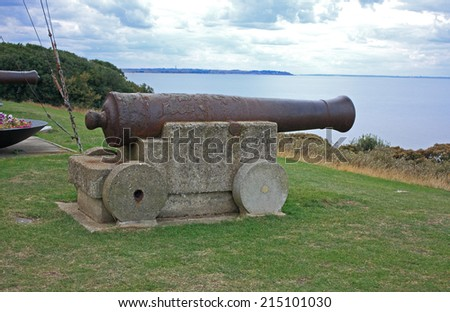 A rusty old canon at the top of the hill overlooking Tankerton seafront / Rusty canon overlooking Tankerton - stock photo