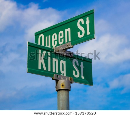 A sign for King and Queen street