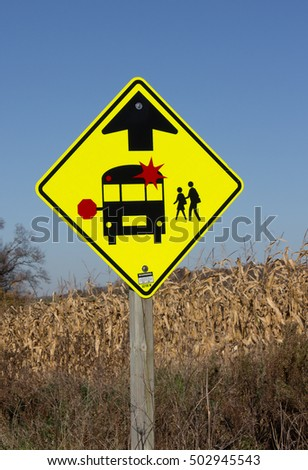A sign indicating that you must stop for a school bus when the lights are flashing.