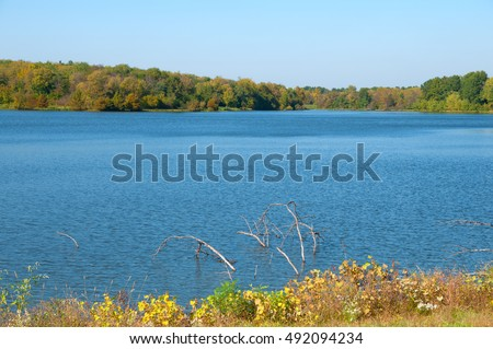 A small lake in Missouri at the beginning of autumn color.