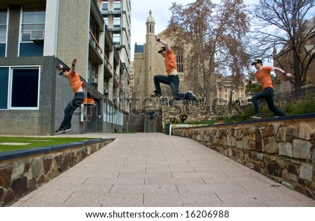 A sportsman does a parkour jump over a gap