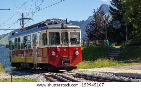 A Swiss cog Railway train in the summer