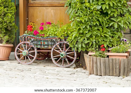 A traditional carriage with flowers in Metsovo (Aminciu), northern Greece.