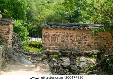 A traditional korean wall in Sosewon, South Korea. - stock photo