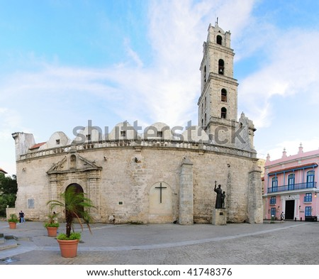 """A view of Colonial church """"San Francisco de Asis"""" in Old Havana plaza - stock photo"""