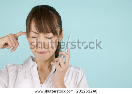 A woman speaking over her mobile phone