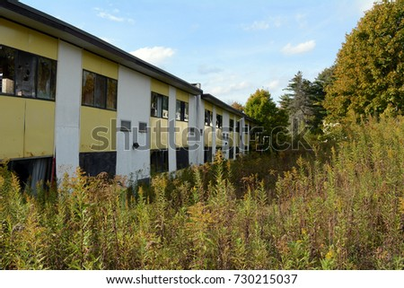 Motel exterior stock images royalty free images vectors for Motel exterior design