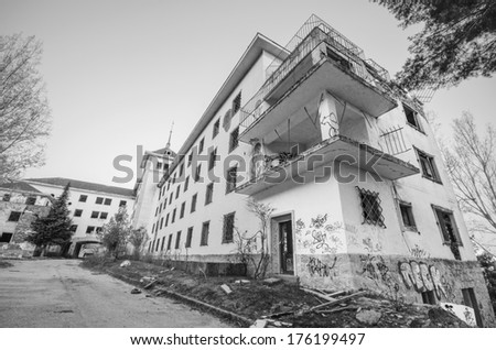 Abandoned building in black and white.