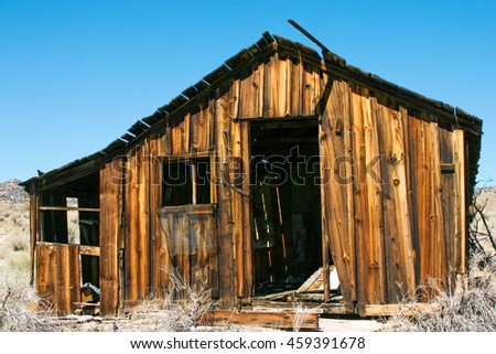 Abandoned House in the Eastern Sierra mountains of California - stock photo