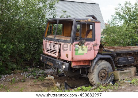 Abandoned truck turns into scrap metal.