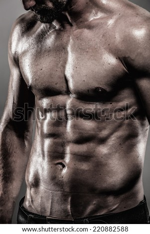 Abdominal muscles of an attractive man